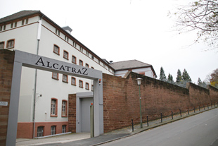 ALCATRAZ Hotel am Japan. Garten